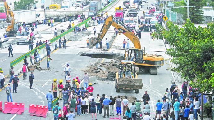 Socavón en Morelos Paso Exprés Filtración de agua Tragedia