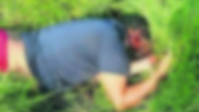 hallan cadáver ejecutado hombre muerto tiro de gracia disparos en la cabeza pastizal tatuaje thalía ayala