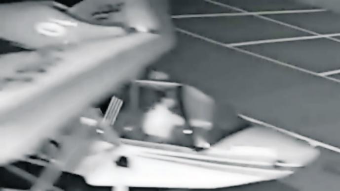 Chavito roba dos avionetas y le aplauden en China