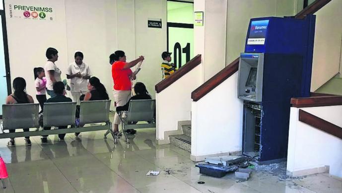 sujetos armados entran clínica del IMSS roban dinero cajero automático 300 mil pesos cuernavaca