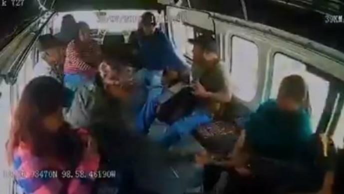asalto combi grabación cámara de vigilancia video robo ladrones combi transporte público ecatepec