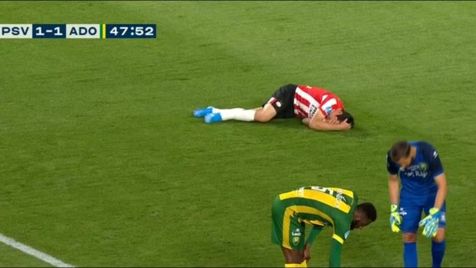 'Chucky' Lozano se lesiona tras fuerte golpe en el partido del PSV