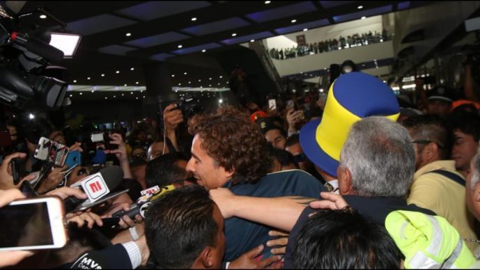 Guillermo Ochoa llega a la Ciudad de México para incorporarse al América