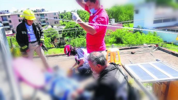 trabajador muere electrocutado caída funcionario director de logística municipal coatlán del río