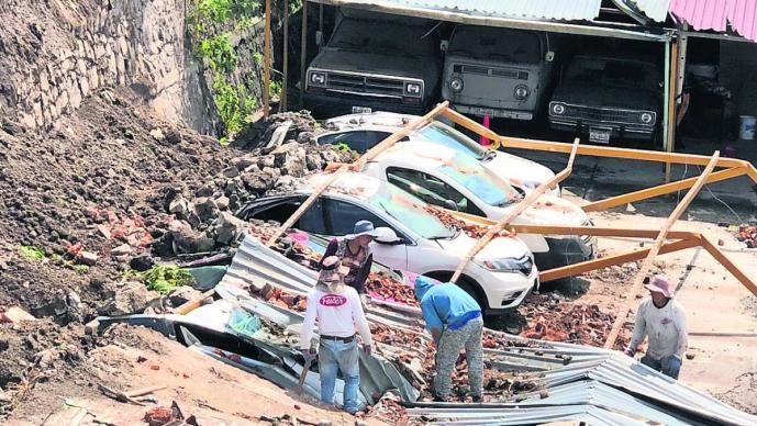 barda aplasta autos destruye vehículos estacionamiento toluca