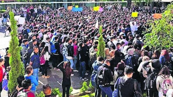 estudiantes reclaman justicia por Armando