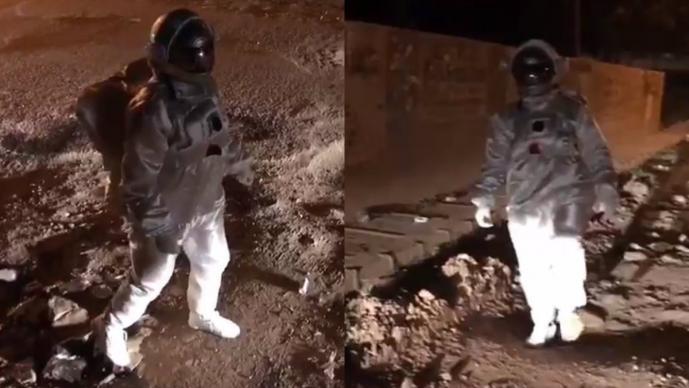 astronauta denuncia ciudadana video viral marte artista simulación calles deplorables baches cráteres