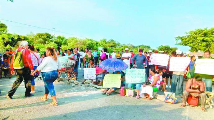 Exigen reconstrucción de escuelas del Istmo de Tehuantepec tras abandono de obras