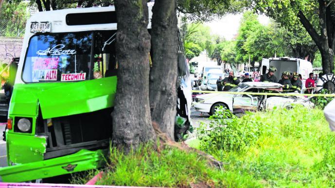 Taxi choca mujer sale disparada
