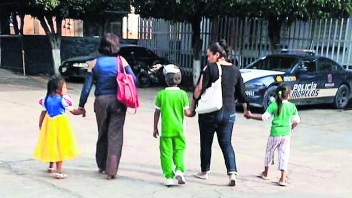 mamá olvida hijos feria Cuautla Morelos