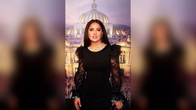 salma hayek festeja celebra mes patrio grito de independencia piñatas personajes mexicanos