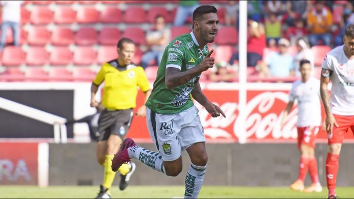 León vence al Necaxa con triplete de Ismael Sosa