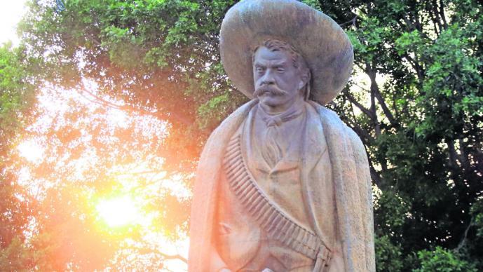 Desaparición retratos pistola Emiliano Zapata