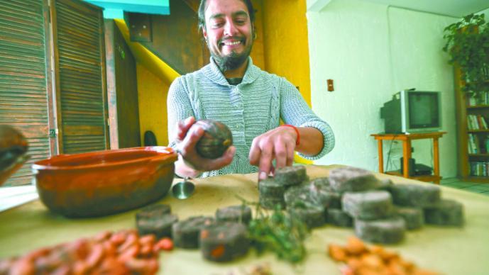 joven mexicano elabora chocolates marihuana comatir cáncer receta médica venta en redes sociales