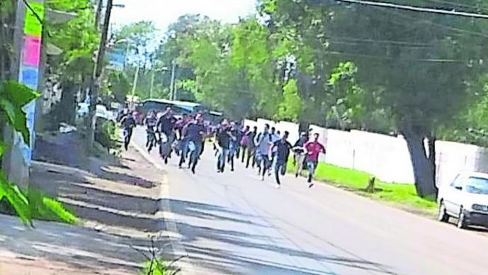 Empiezan a liberar autobuses secuestrados en Tenería