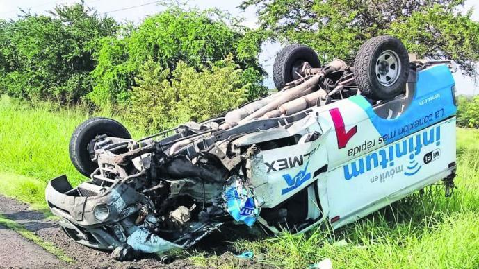 camioneta telmex vuelca accidente pierde el control temixco morelos