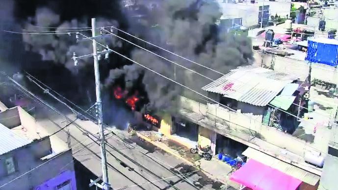 incendio tlapalería ecatepec mujer muerta fuego llamas refugio baño