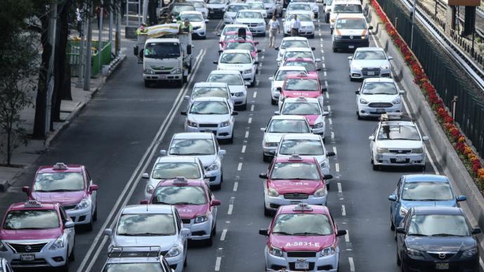 taxistas bloqueo manifestación caos vial centro histórico hemiciclo a juárez protesta contra aplicaciones uber