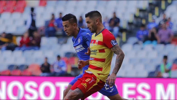 Monarcas se impone al Cruz Azul en el estadio Azteca