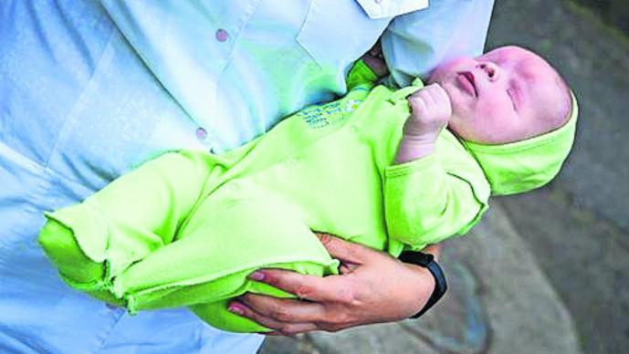 sasha bebé sin ojos en rusia busca familia adopción