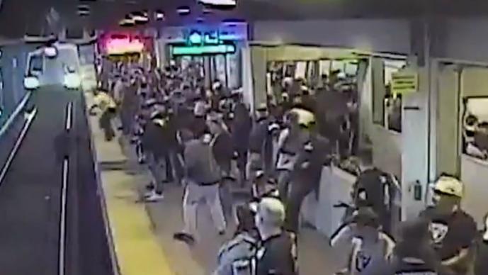 Salvan vida hombre Metro ebrio