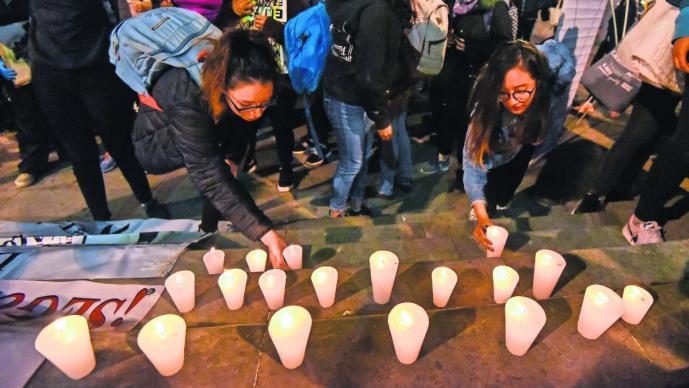 protesta manifestación se congregan encienden veladoras víctimas feminicidio mujeres