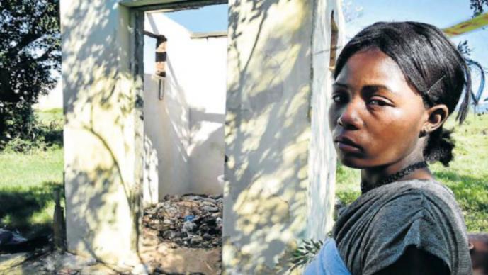 mujer mamá mutiló pene violador asesino hija menor de edad 5 años sudafrica enfrenta cargos justicia por mano propia vengador Veronique Makwena