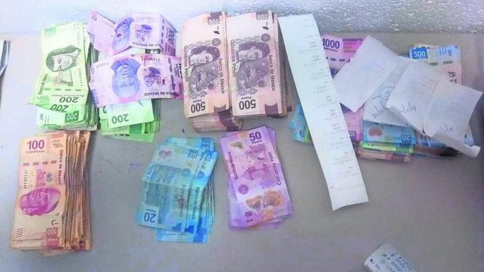 Encuentran cerca de 300 mil pesos en un locker de Walmart Toreo