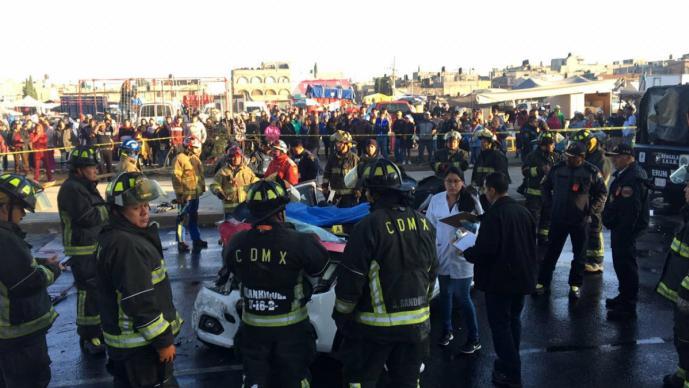 accidente automovilístico choque taxi pasajeros mueren cinco personas saldo iztapalapa