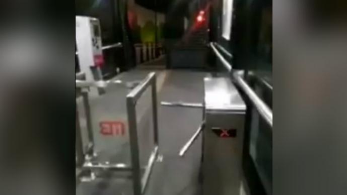 captan video fantasma metrobús torniquete