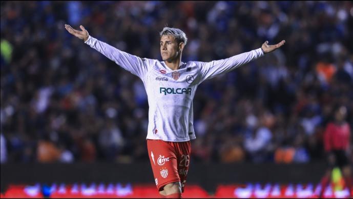 Chivas hace oficial la llegada de Cristian Calderón
