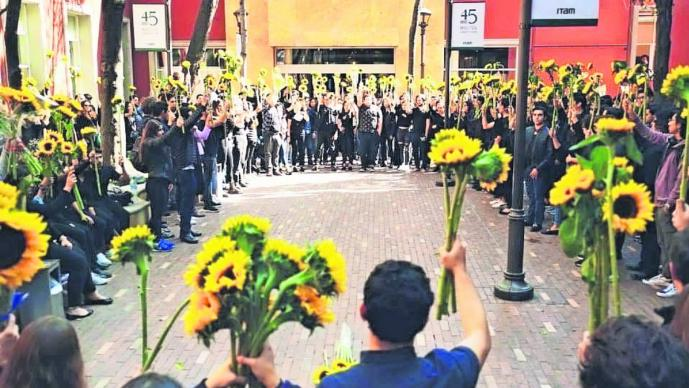 La decisión fue tomada luego de un homenaje que la comunidad estudiantil le hizo a Fernanda Michua, quien se habría quitado la vida por las exigencias escolares a las que estaba sometida en la institución.