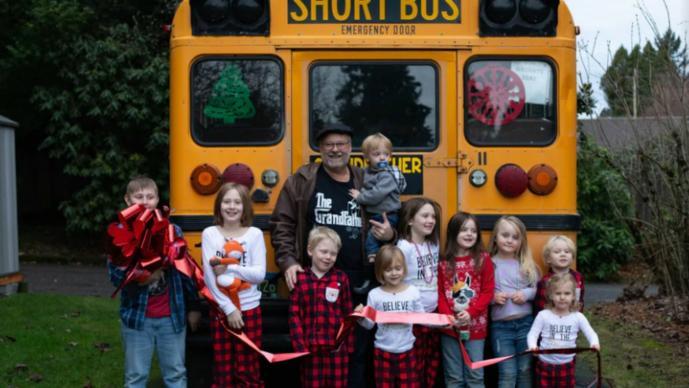 abuelo autobus escolar