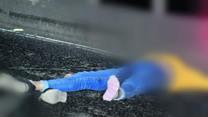 Hallan cadáver de una mujer en los carriles del Periférico; la arrojaron desde un vehículo
