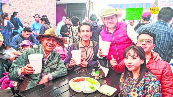 Así se llevó a cabo el primer Festival del Pulque y el Pozole en Tlalmimilolpan