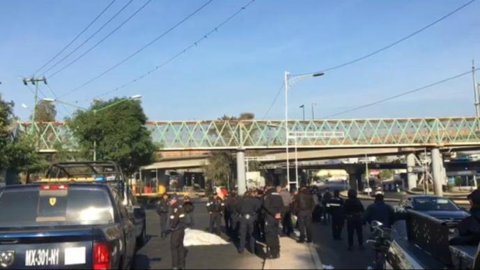 Avientan cadáver embolsado a unos metros de estación de policía en Venustiano Carranza
