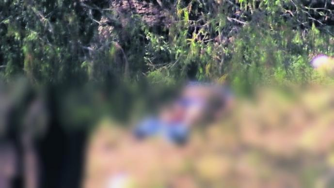 Asesinan a golpes a un hombre y abandonan su cuerpo junto a una carretera, en Morelos