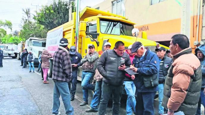 Transportistas exigen al gobierno ser tomados en cuenta en construcciones del Edomex