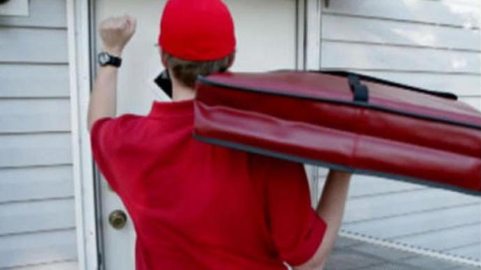 Repartidor podría pasar 18 años en prisión, tras escupirle a las pizzas de un cliente
