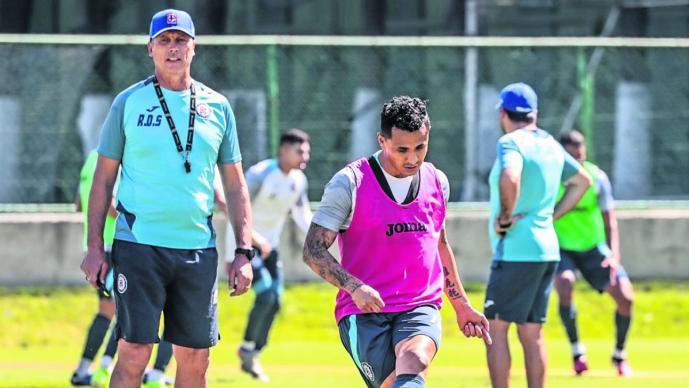 Chivas no se confía, aprietan preparación rumbo al partido contra Cruz Azul