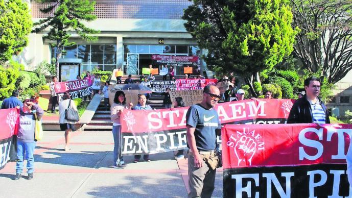 Jubilados de la UAEM en Morelos se manifiestan en rectoría; piden pagos de salarios caídos