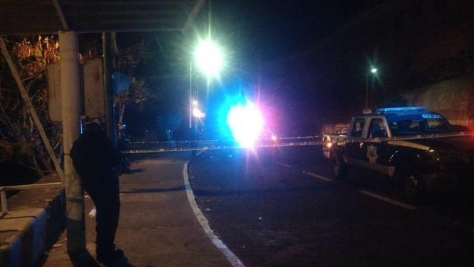 Llueven balazos a joven mientras bebía alcohol afuera de una tienda en Morelos