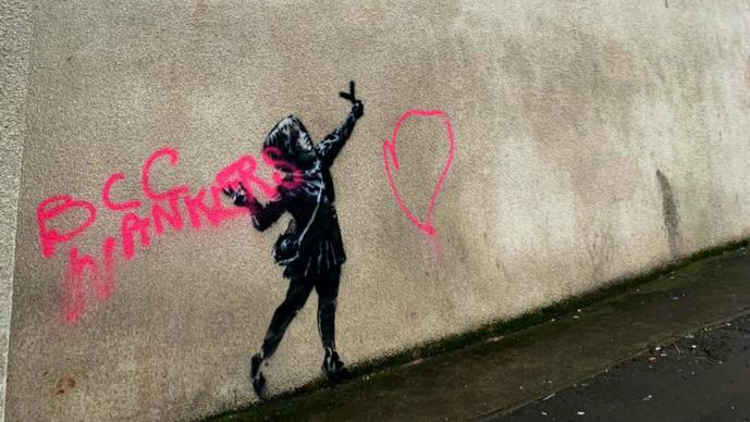 Vandalizan nueva obra que Banksy pintó para San Valentín, en Bristol