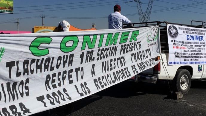 Recicladores del Edomex bloquean la autopista Toluca - Atlacomulco por nueva reforma