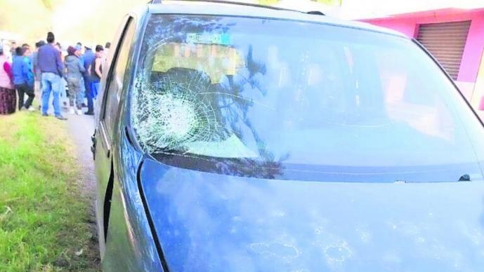Conductor de camioneta embiste a tres personas en Edomex; una pierde la vida