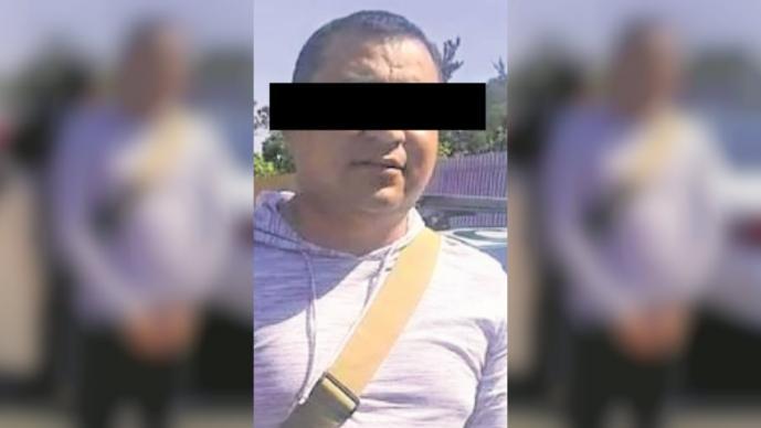 Atoran a policía tras asaltar a joven en Iztapalapa; le encontraron cosas sospechosas