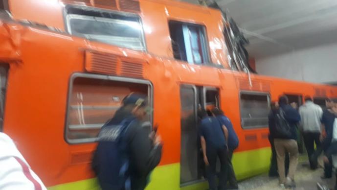 Chocan trenes en el Metro Tacubaya CDMX; reportan al menos 20 heridos