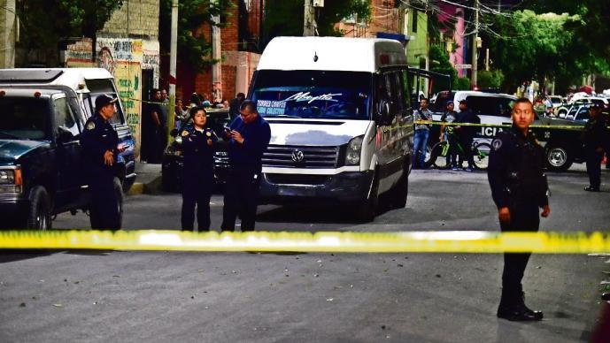 Muere asaltante de transporte público al ser enfrentado por militar retirado, en CDMX