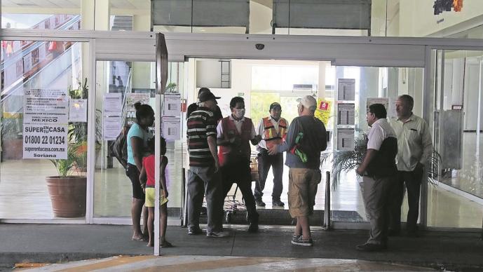 Restrigen entrada a los supermercados en Cuernavaca