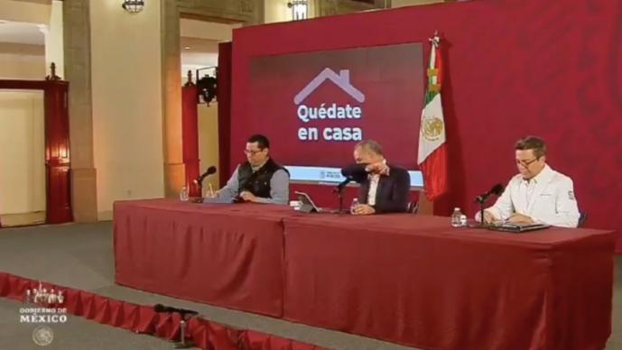 Tos ataca a López-Gatell en plena conferencia de Covid-19 y todos quedaron en shock